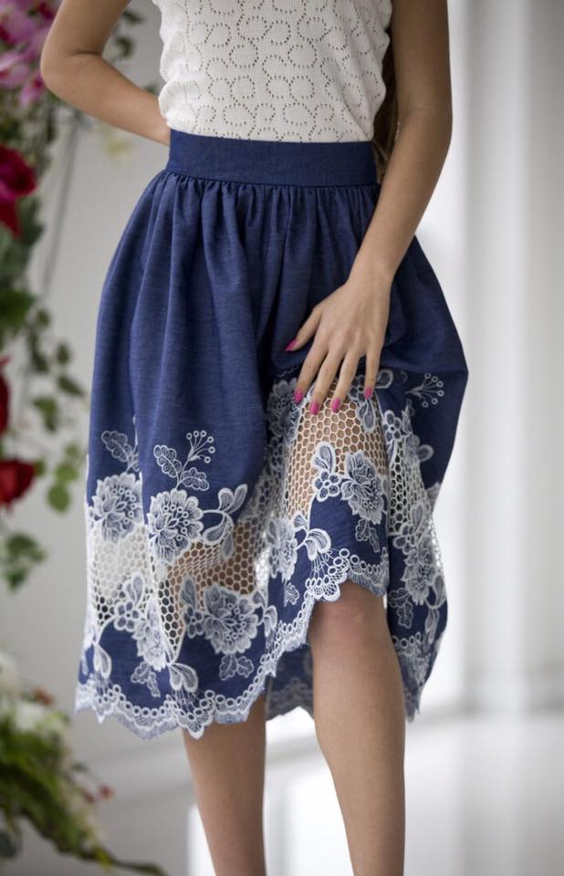 Джинсовая юбка и кружево